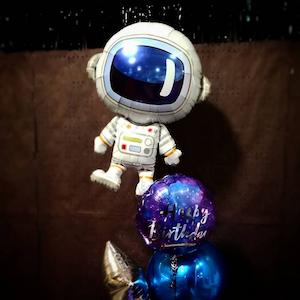 foil space astronaut balloon